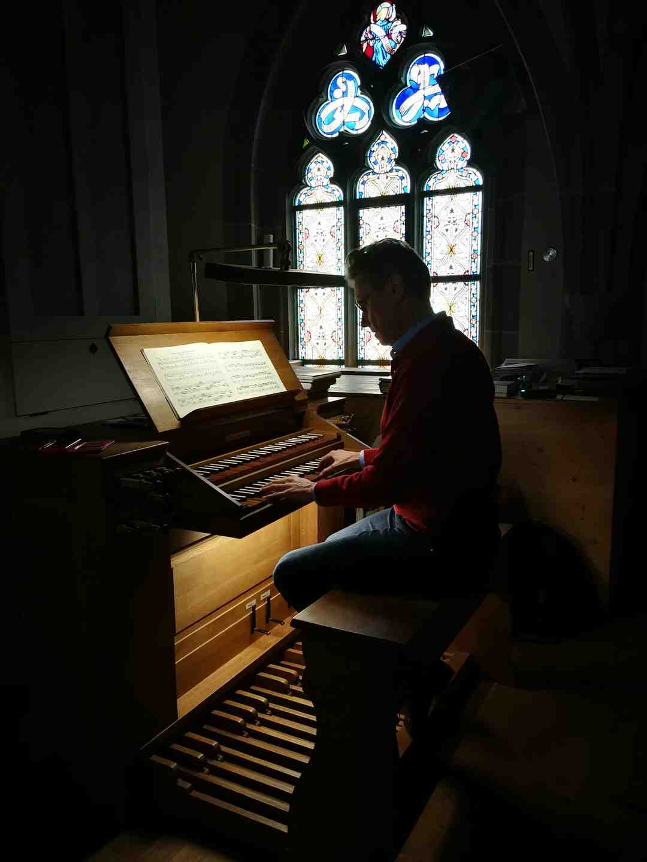 Qui a construit l'orgue de Notre Dame de Paris ?